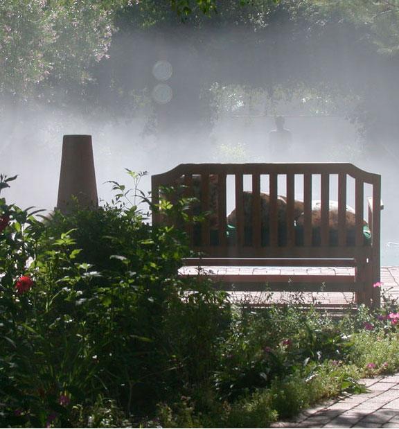 Установка системы тумана для загородных участков